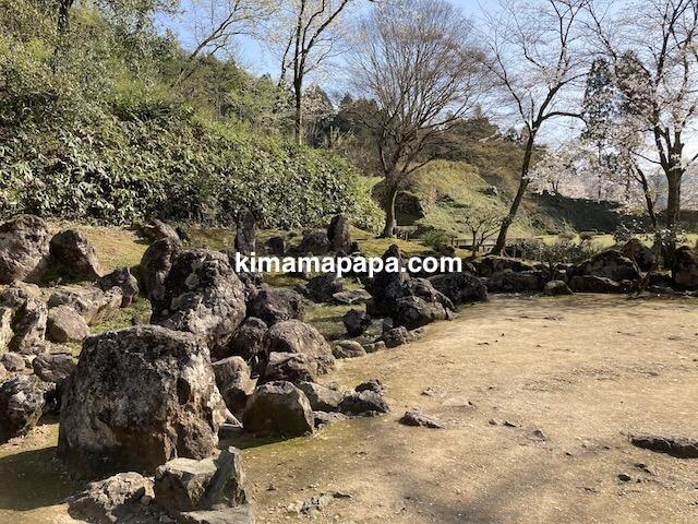 春の朝倉氏遺跡、湯殿跡庭園