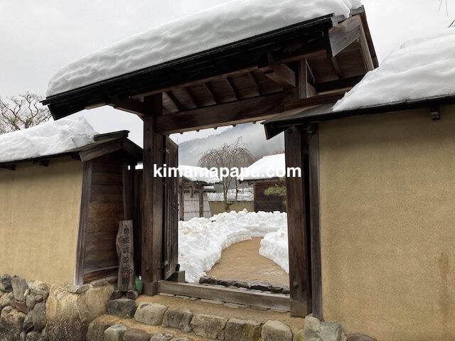 冬の朝倉氏遺跡、武家屋敷の門