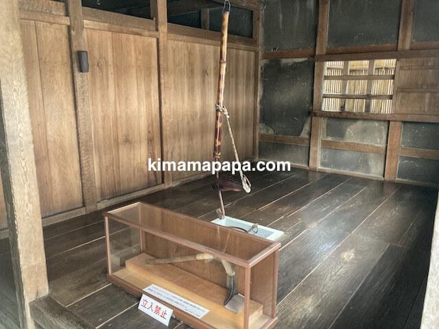 冬の朝倉氏遺跡、復原町並の家の内部