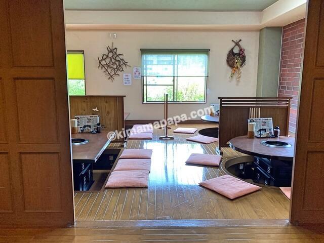 福井県あわら市、なかやのテーブル席