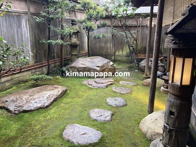 福井県越前市、うるしやの中庭