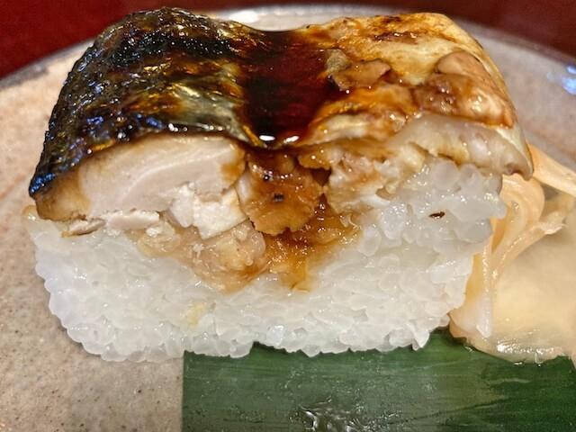 福井県越前市、うるしやの焼鯖寿司
