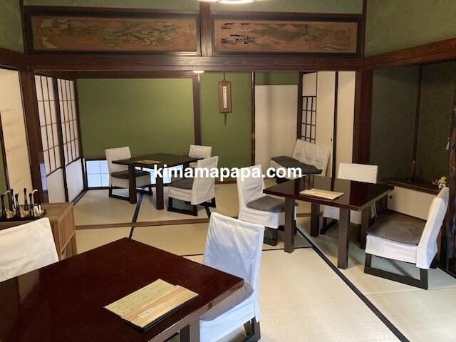福井県越前市、うるしやのテーブル席