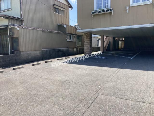 福井市、ジャルダンの駐車場