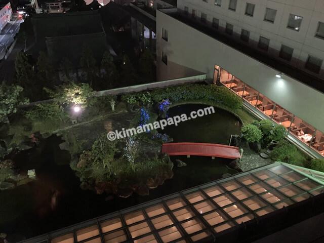 ホテルフジタ、夜の中庭