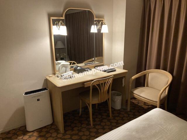 ホテルフジタ、スタンダードルームの鏡台