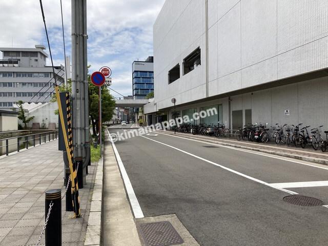 福井市、ホテルフジタの駐車場へ続く道