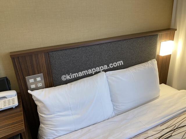マンテンホテル、ダブルルームの枕元