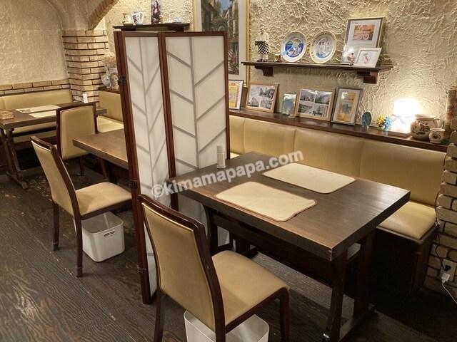 福井市、クッチーナのテーブル席