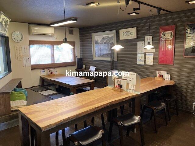 勝山市、石挽蕎麦好太郎のテーブル席