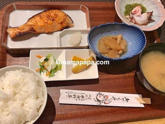 福井県丸岡町、炭魚ほんだのサケの塩焼き定食