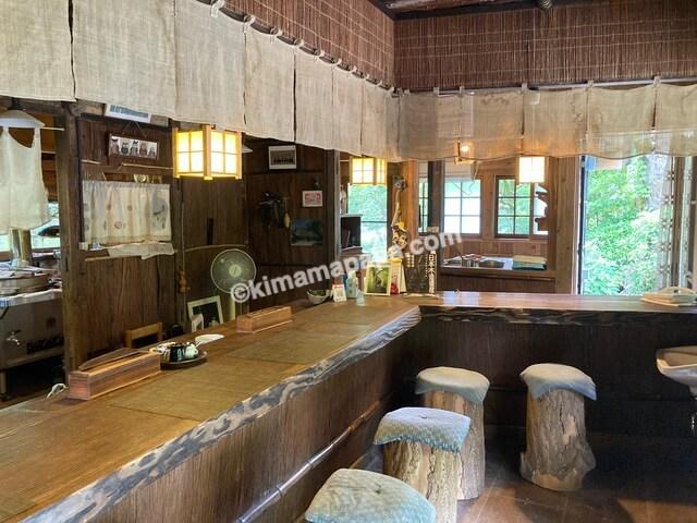 福井県丸岡町、千古の家のカウンター