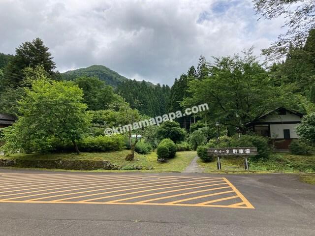 福井県丸岡町、千古の家の駐車場