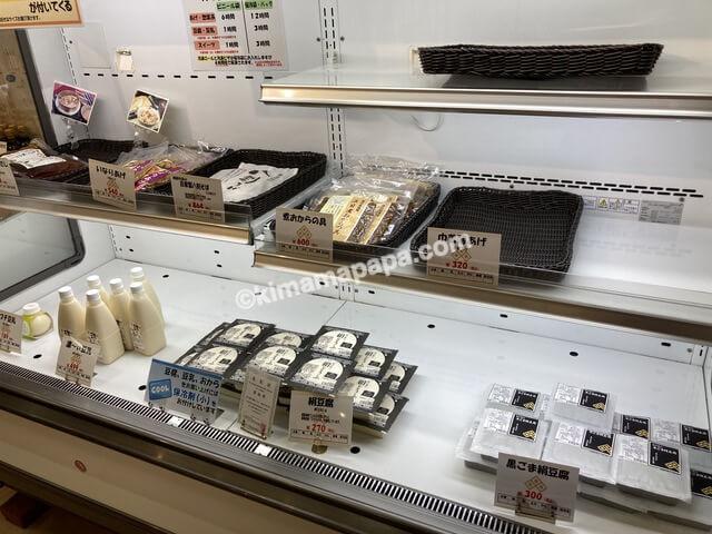 福井県丸岡町、谷口屋の黒ごま絹豆腐