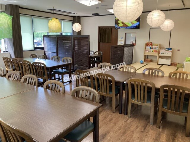 福井県丸岡町の谷口屋、2階のテーブル席