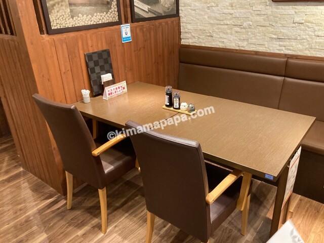 福井県丸岡町の谷口屋、1階のテーブル席