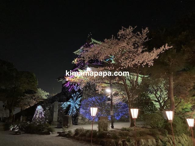 桜の季節、丸岡城のプロジェクションマッピング