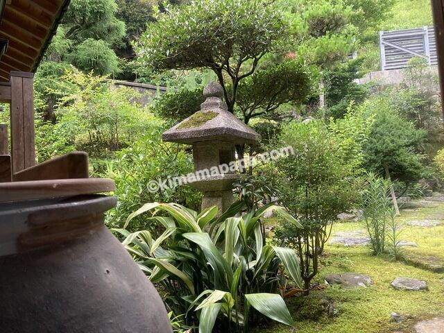 美浜町、早瀬浦醸造所の中庭