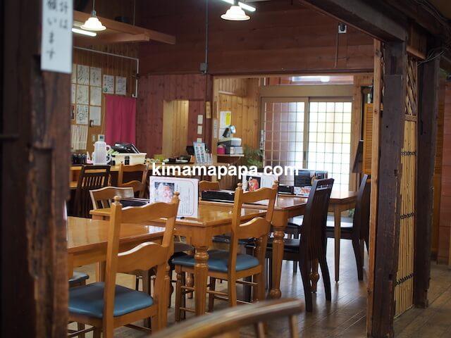 福井県三国町、田島のテーブル席