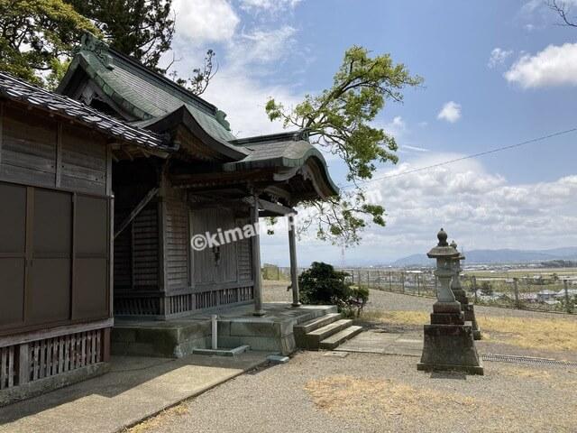 三国神社、桜谷公園横の社