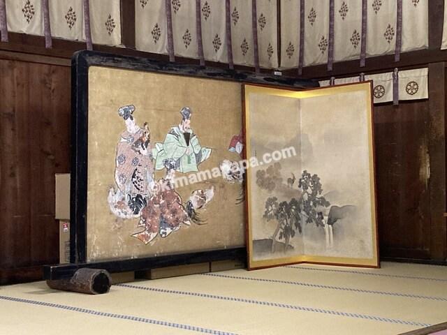 三国神社、拝殿内部の屏風