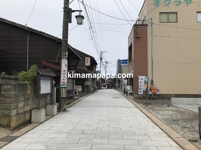 福井県三国町、そば処盛安への通り