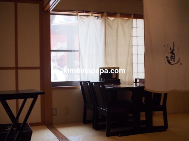福井県三国町、富士寿司のテーブル席