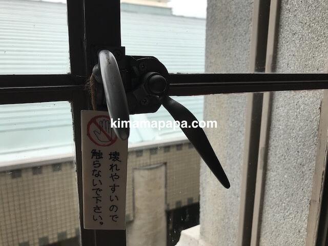 福井県三国町、旧森田銀行本店の窓