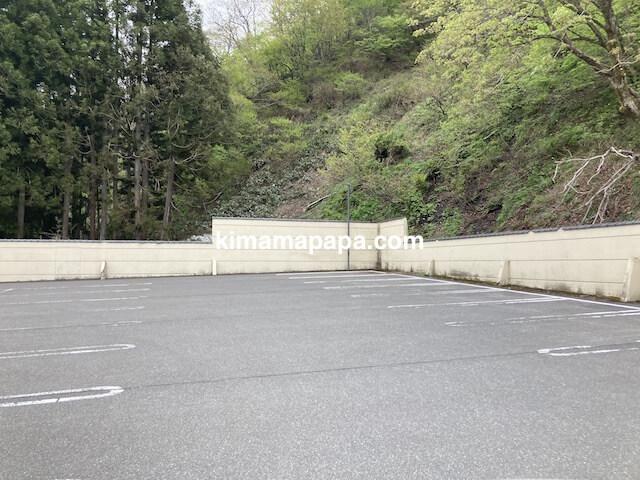 大野市、フレアール泉の駐車場