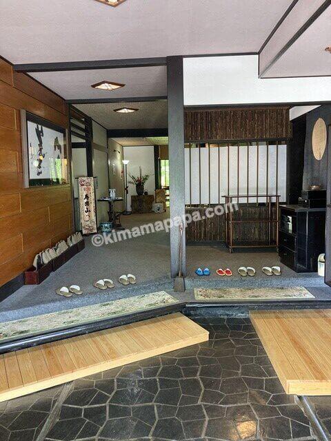 大野市、寿楽山の玄関