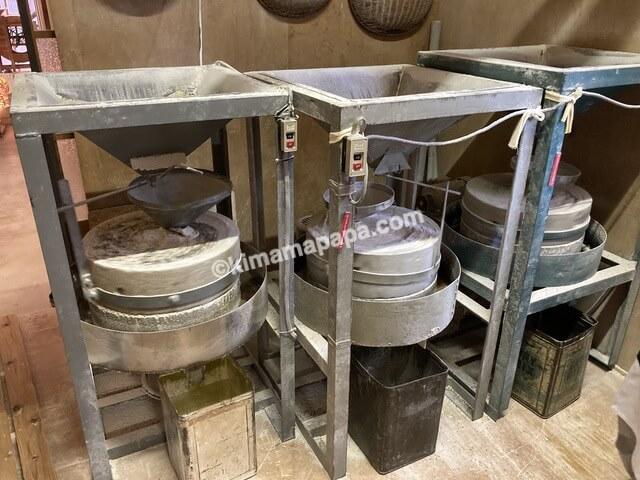 内田製麺所、本びきの石臼