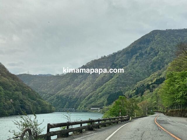 大野市、九頭竜ダム方向への国道158号線