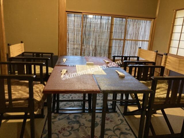 福井市、泰平のテーブル席