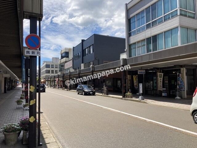 福井県鯖江市、味見屋の路上駐車