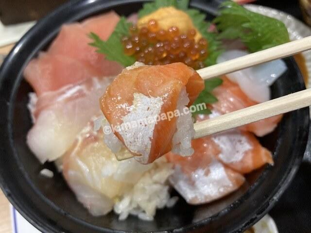 群青、海鮮丼のふくいサーモン