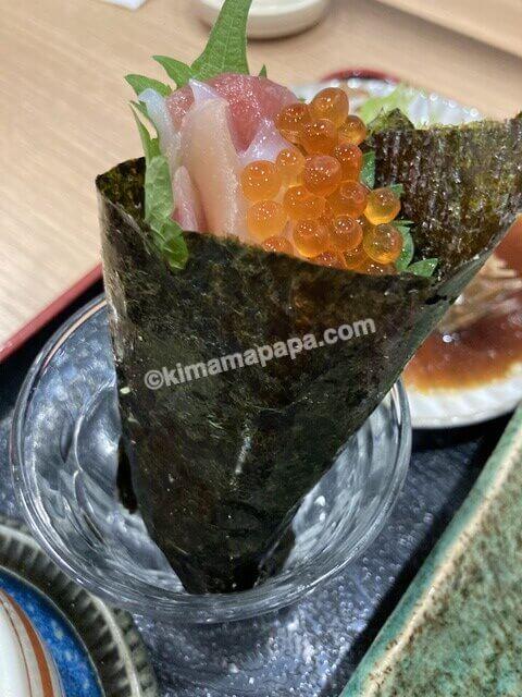 群青、寿司定食の手巻き寿司