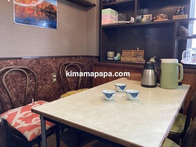 福井市、ふくい鮮いちばの喜多亭のテーブル席