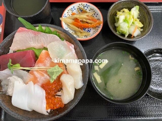 ふくい鮮いちば、田島の8種丼セット