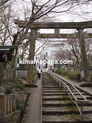 福井市、足羽山の招魂社へ向かう階段