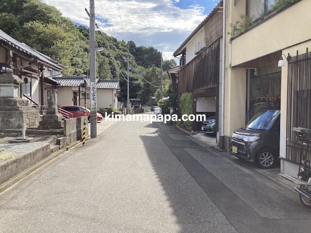 福井市、愛宕庵から駐車場への通り