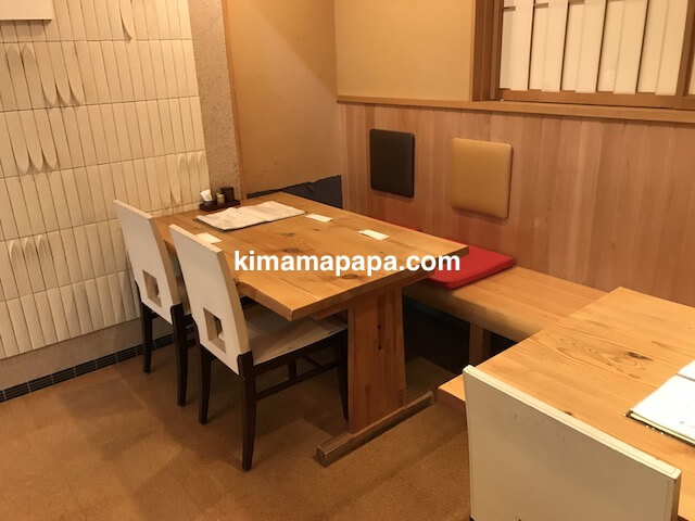 福井市、かくれ庵の4人用テーブル席