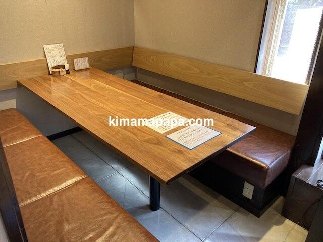 福井市、きょうやのテーブル席