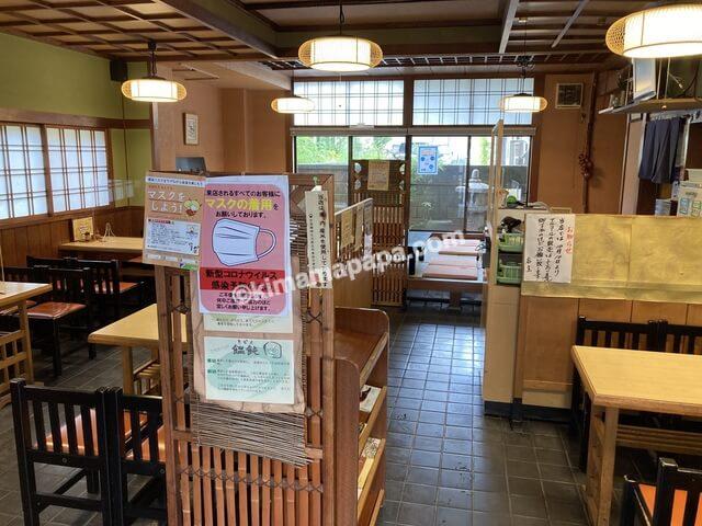 福井市、丸仙花月支店のテーブル席