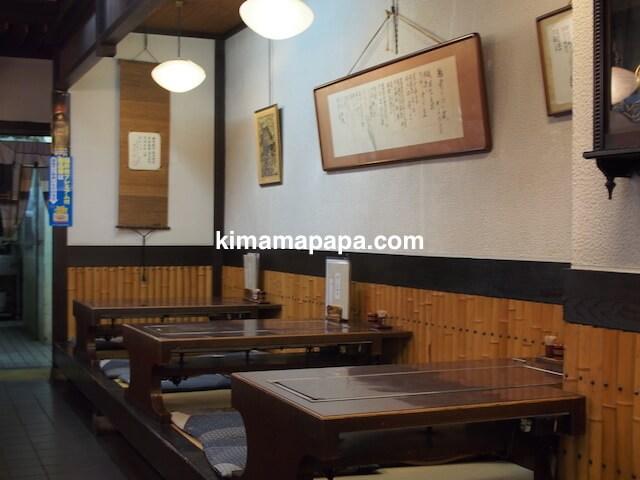 福井、佐佳枝亭のテーブル