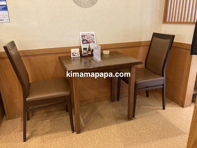 福井市、たからやのテーブル席
