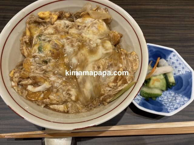 福井市、やすたけの名物カツ丼(卵ソース味)