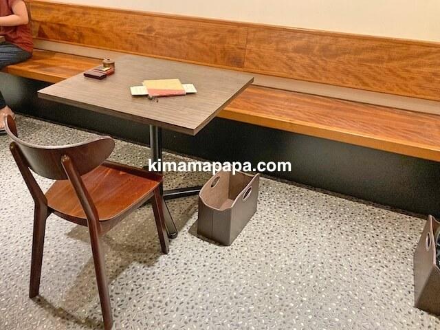 福井市、やすたけのテーブル席