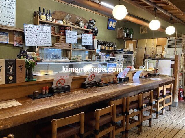 福井市、浜寿司のカウンター席