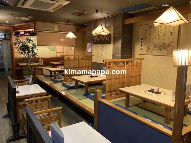 福井市、仁平寿司のテーブル席