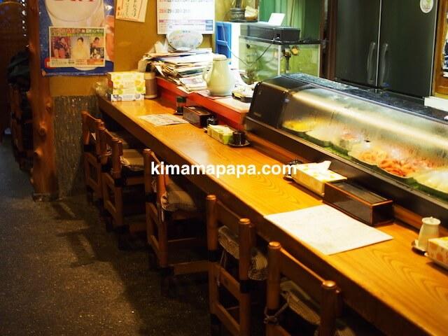 福井市、日本海寿司のカウンター席